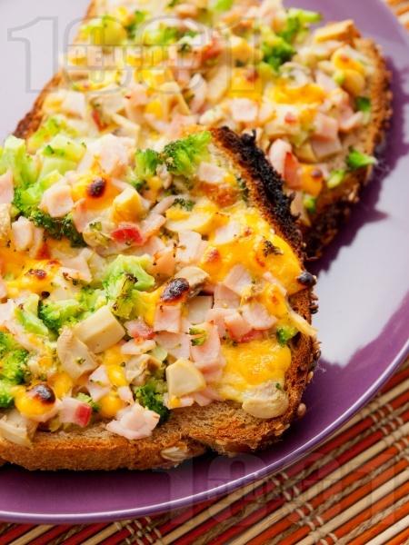 Запечени сандвичи с броколи, шунка, гъби и чедър - снимка на рецептата